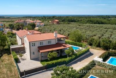 House in Novigrad with a sea view