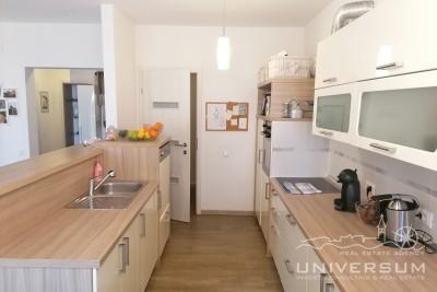 Three bedroom apartment on the ground floor near the center of Umag