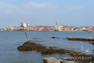 Building land in Umag in the first line to the sea