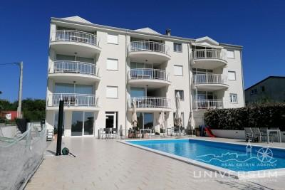 Furnished apartment with sea view and pool near Umag