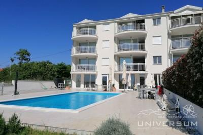 Apartment with pool and sea view near Umag