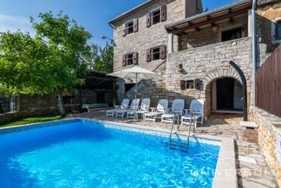 Stone house with pool near Buje